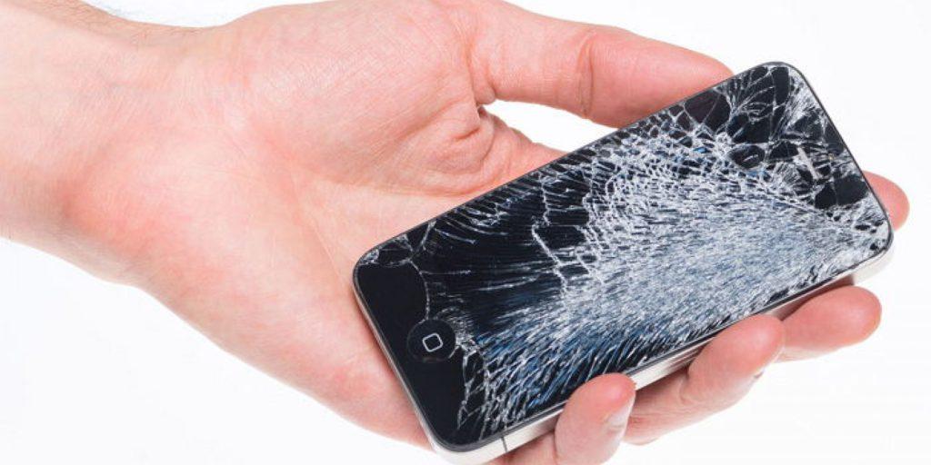 почему не стоит откладывать ремонт экрана телефона