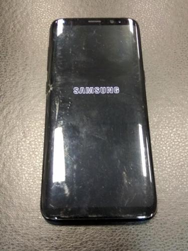 телефон Samsung S8 с разбитым дисплеем